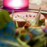 Foie gras sur jeunes pousses aux figues et pignons de pin
