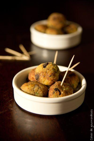 Boulettes d'aubergines aux pignons de pin & basilic