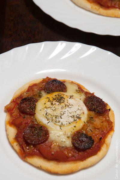 Pizzettes oignons, chorizo et chevre chaud