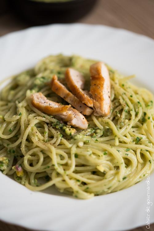 Spaghettis poulet, concombre & sauce végétale
