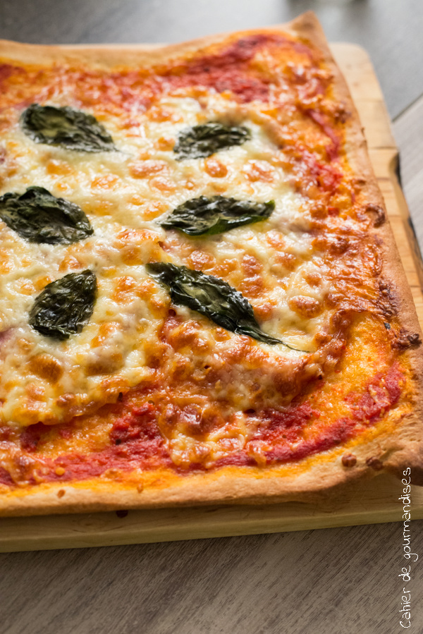 pizza au jambon cru et basilic cahier de gourmandises. Black Bedroom Furniture Sets. Home Design Ideas
