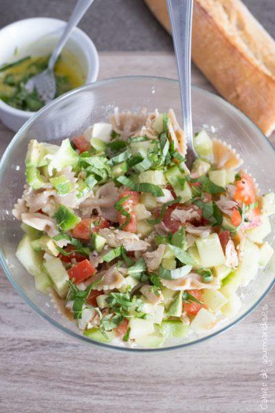 Salade fraicheur au poulet, feta et légumes