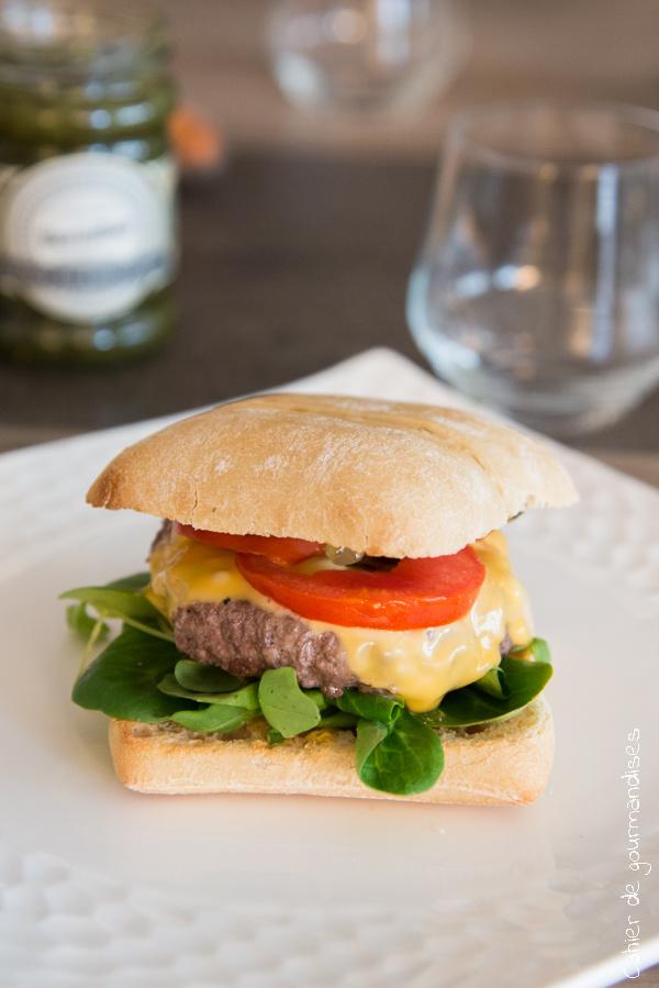 Cheeseburger confit cornichons | Cahier de gourmandises