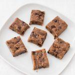 Les carrés dattes, amandes et chocolat pour les petites faims…