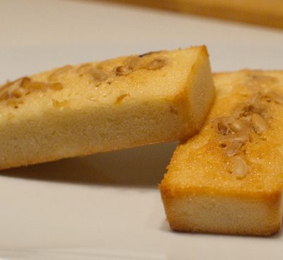 Financiers citron et pignons de pin