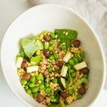 Salade de petits pois, courgettes et noisettes