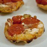 Petite Tatin de Tomate Cerise, Chèvre et Jambon de Pays