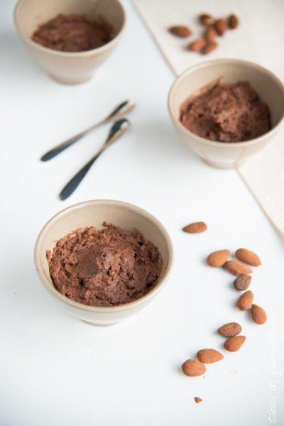 Mousse au chocolat et aux amandes