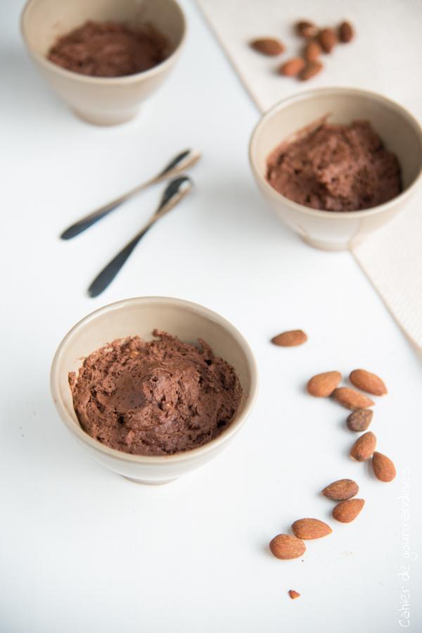 Mousse au chocolat et aux amandes | Cahier de gourmandises