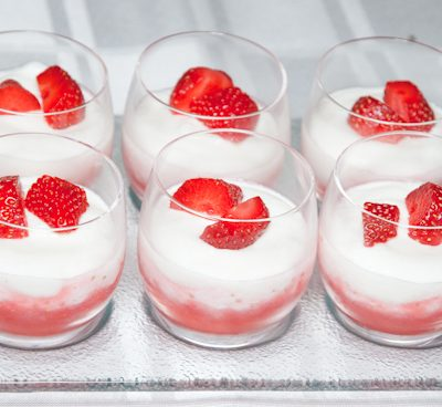Mousse de fromage blanc sur coulis de fruits rouge