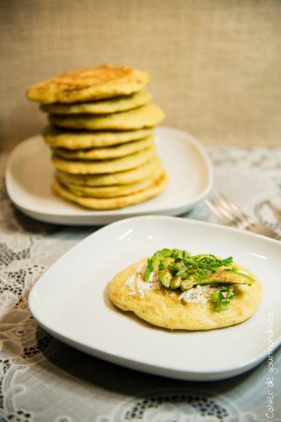 Pancakes avocat, fromage frais & bacon