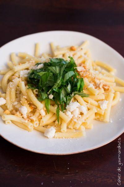 Pâtes aux basilic, parmesan et cacahuètes