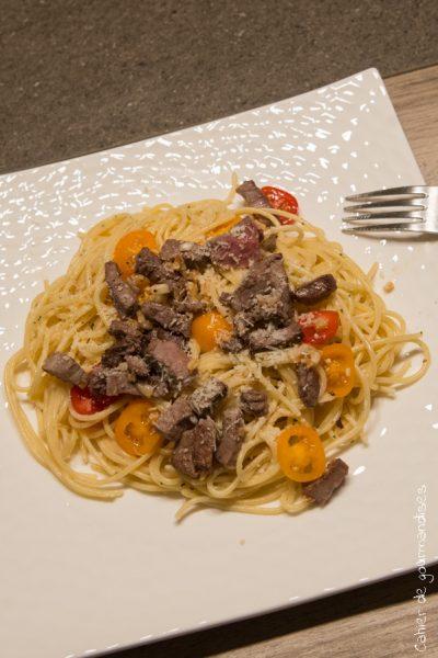Pâtes au rôti de boeuf, tomates cerises et parmesan