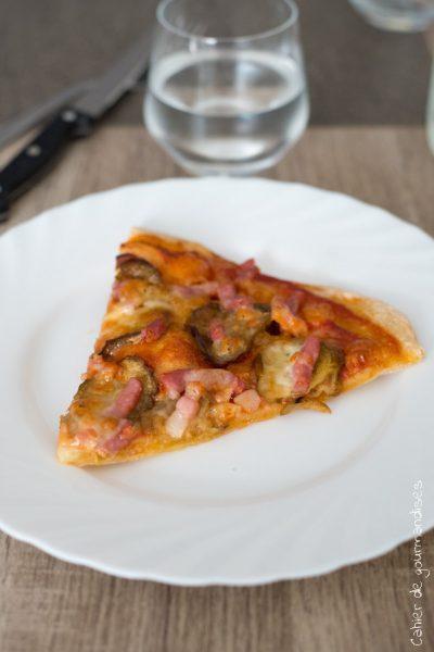 Pizza aubergine lardons