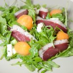 Salade de roquette melon, feta et magret séché