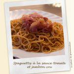 Spaguettis à la sauce tomate et au jambon cru