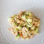 Taboulé petit épeautre et chou-fleur, saumon, avocat et concombre