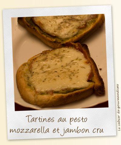 Tartines pesto, mozzarella et jambon cru