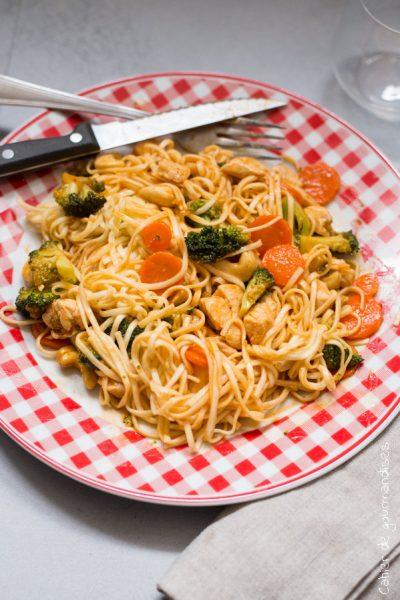 Nouilles sautées aux légumes et poulet aigre-douce Go-Tan